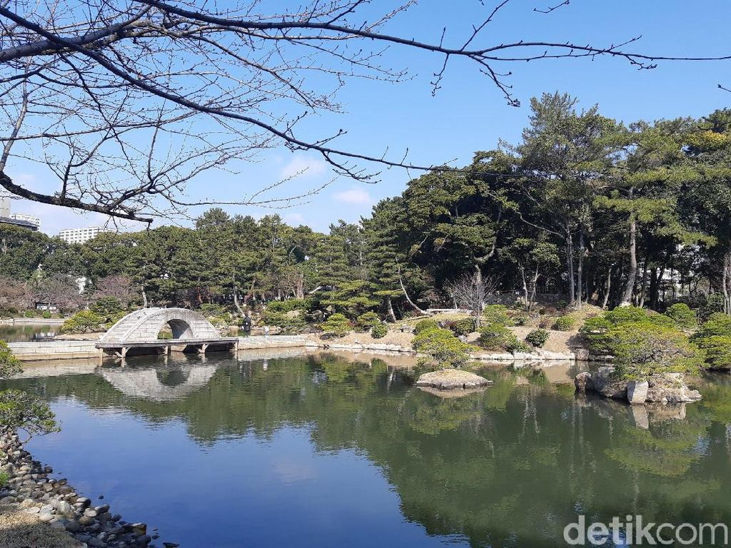 Taman Cantik di Hiroshima yang Dulunya Kandang Kuda