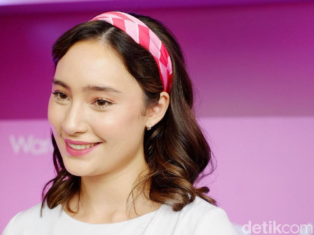 Seperti Putri di Negeri Dongeng, Cantiknya Tatjana Saphira Bikin Mata Segar
