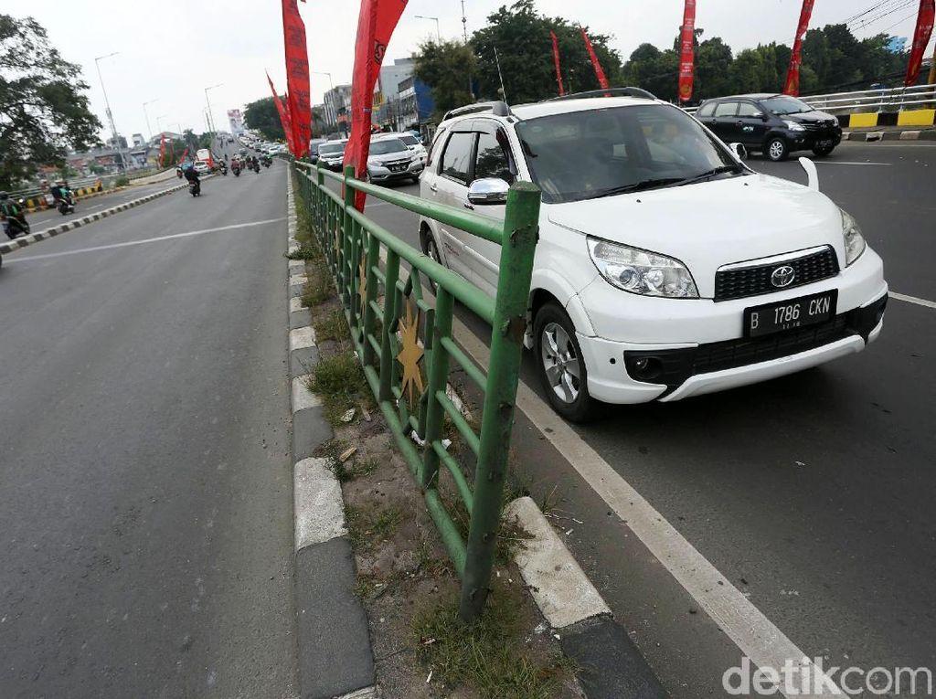 Duh! Pagar Pembatas Jalan KH Abdulah Syafei Rusak
