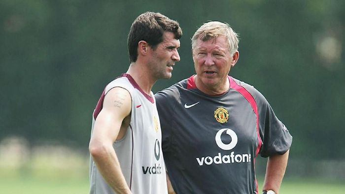 PHILADELPHIA - JULY 22:  Footballer Roy Keane and Manager Sir Alex Ferguson stand together during a training session with Manchester United at the NovaCare Complex on  July 22, 2004 in Philadelphia, United States. The USA tour will take in pre-season friendly matches in Philadelphia, Chicago and New York. (Photo by Phil Cole/Getty Images)