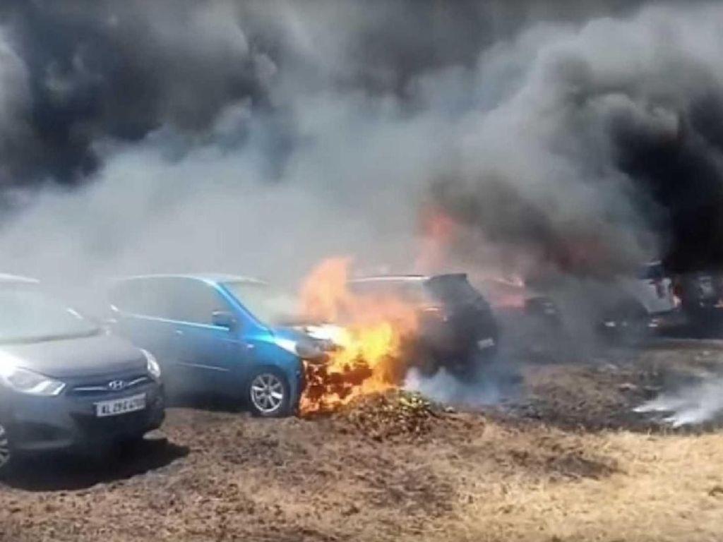 Ratusan Mobil Terbakar karena Rokok