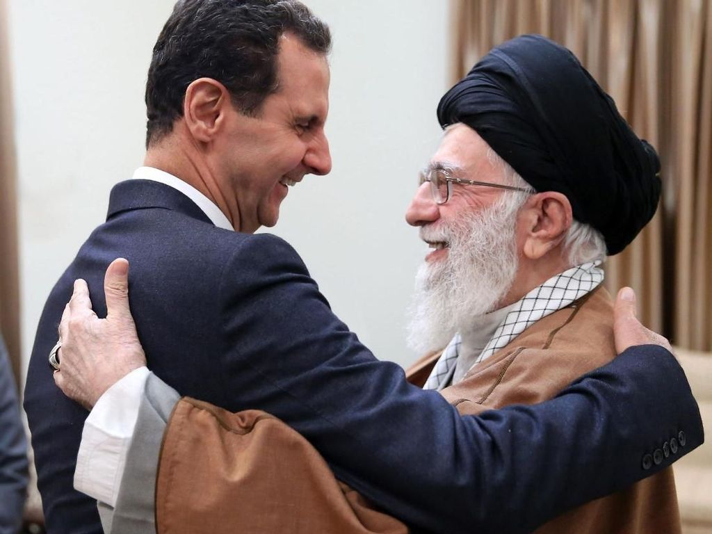 Momen Pelukan Hangat Assad dan Khamenei