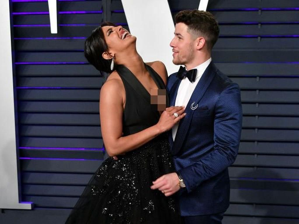 Foto: Romansa Nick Jonas dan Priyanka Chopra di Pesta Oscars 2019