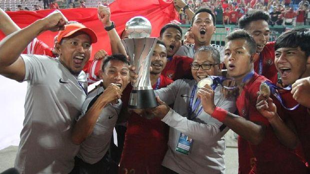 Timnas Indonesia U-22 akan mendapat bonus Rp2,1 miliar dari Kemenpora.