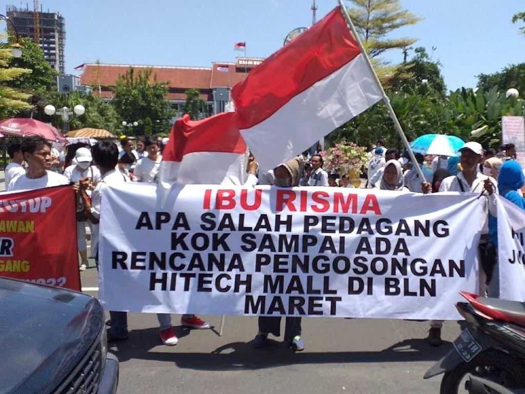 Ratusan Pedagang dan Pekerja Hi-Tech Mall Tagih Janji Manis Risma