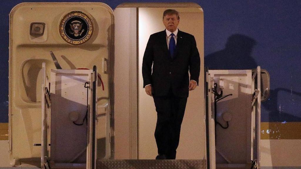 Potret Trump Tiba di Vietnam untuk Pertemuan dengan Kim Jong Un