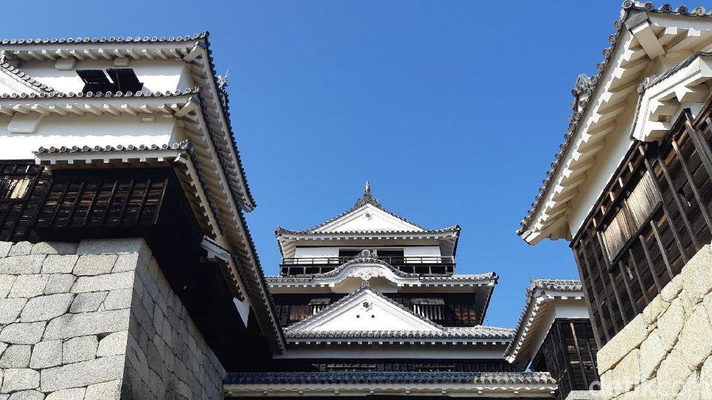 Foto: Kastil Kebanggaan Jepang yang Dibangun di Atas 2 Gunung