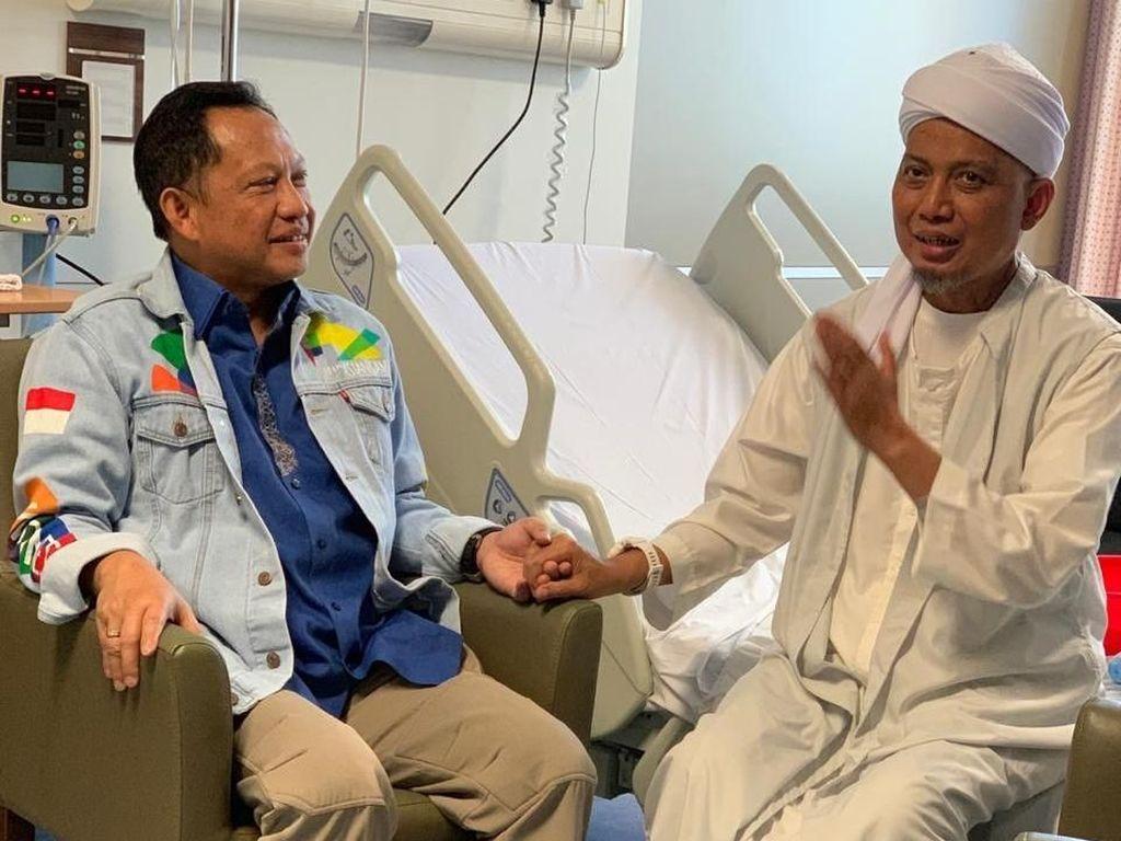 Kapolri Jenguk Ustaz Arifin Ilham di Penang Malaysia