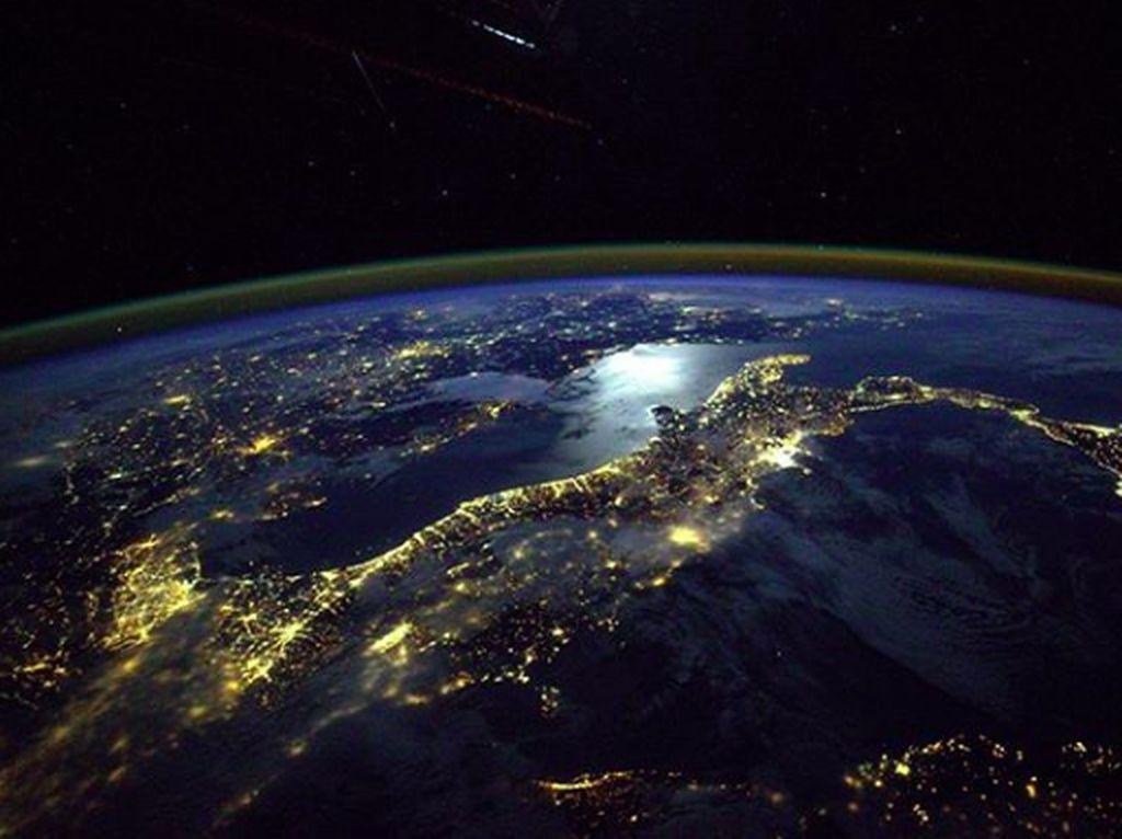 Jepretan Lembaga Antariksa Rusia: Pesona Bumi yang Tak Datar