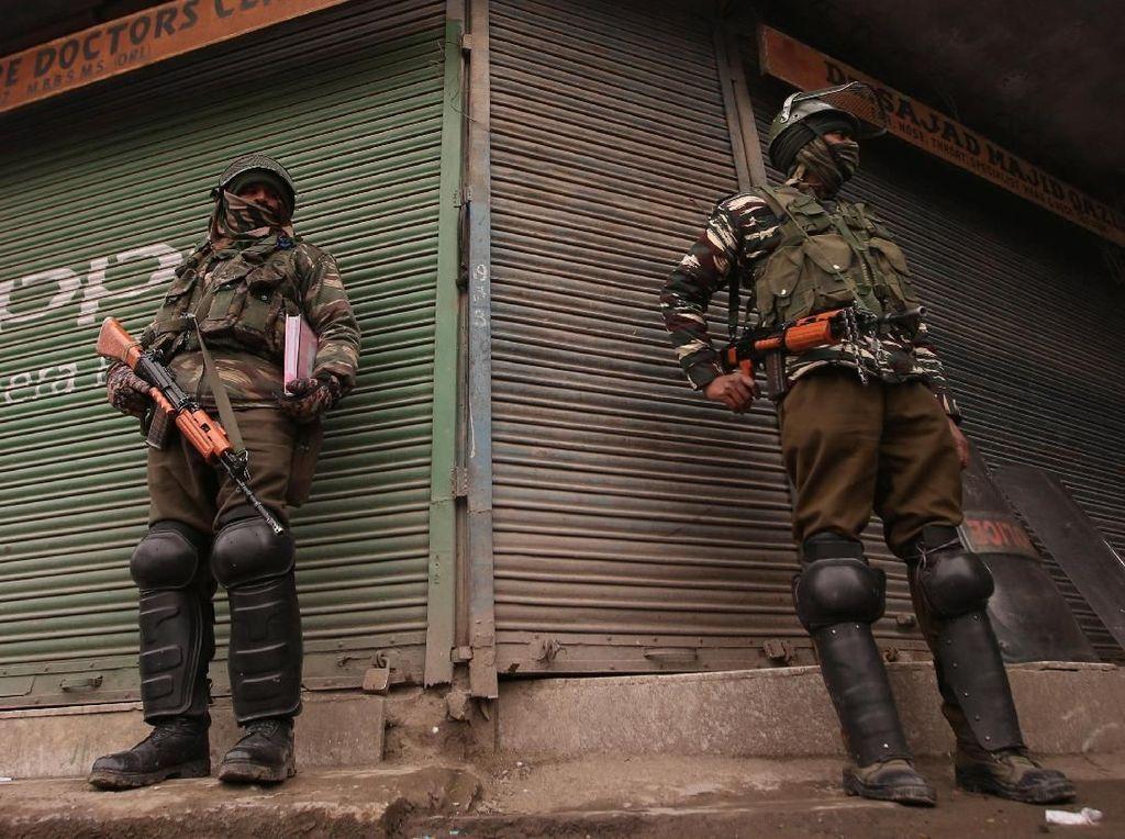 Pakistan Tembak Jatuh 2 Pesawat Tempur India di Kashmir