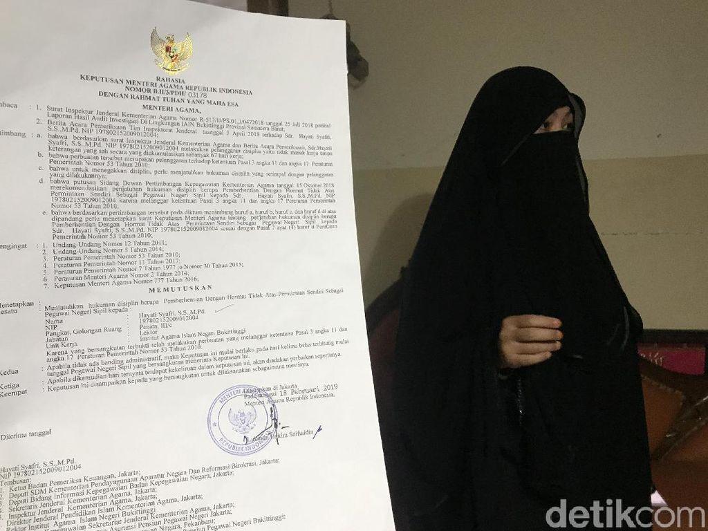 Dipecat dari PNS, Dosen Bercadar di Bukittinggi Mau Gugat Menag