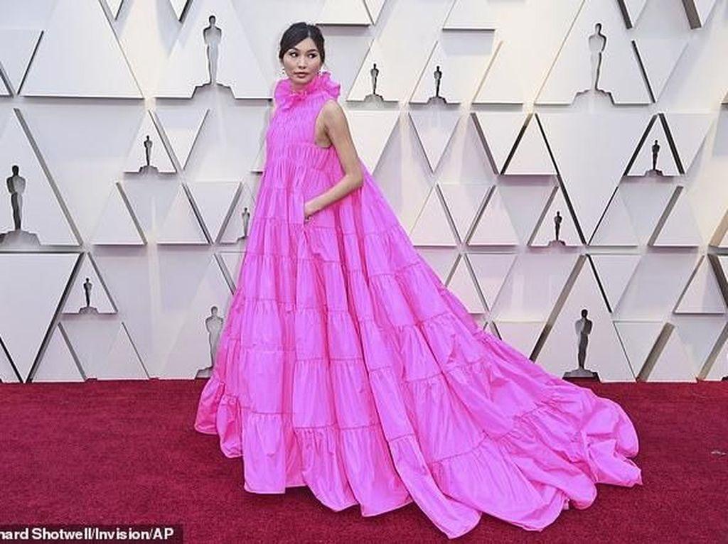 Dua Bintang Crazy Rich Asians Kedapatan Tenteng Makanan ke Oscar