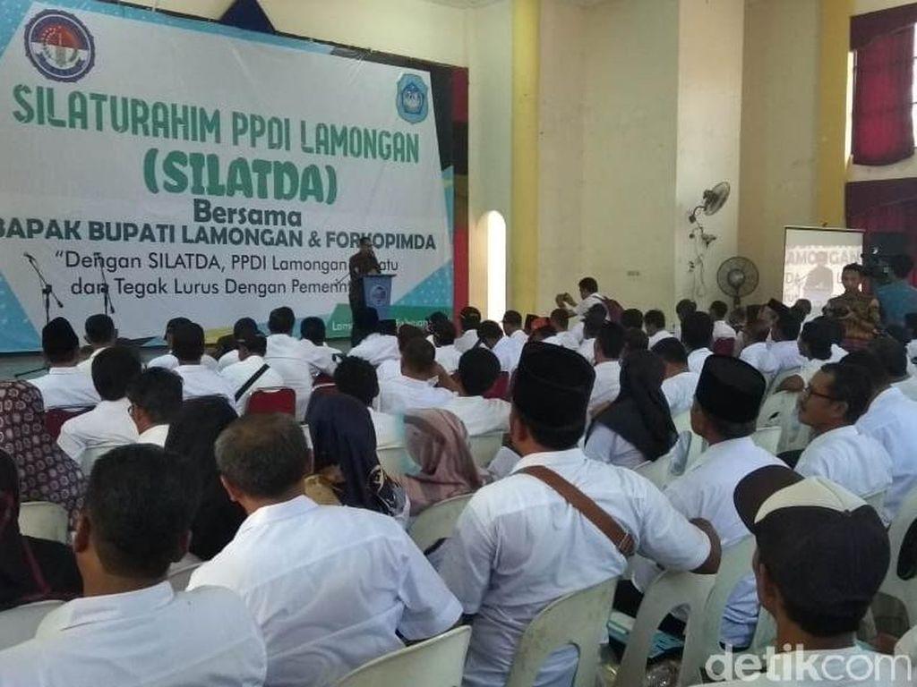 Ribuan Perangkat Desa di Lamongan Tuntut Gaji Rp 2 Juta/Bulan
