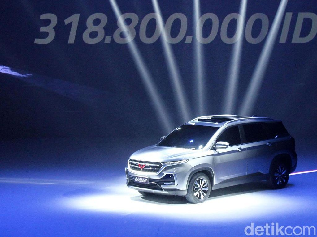Tenaga Wuling Almaz Belum Sebesar Honda CR-V, Penjualan Mobilio Kian Memble