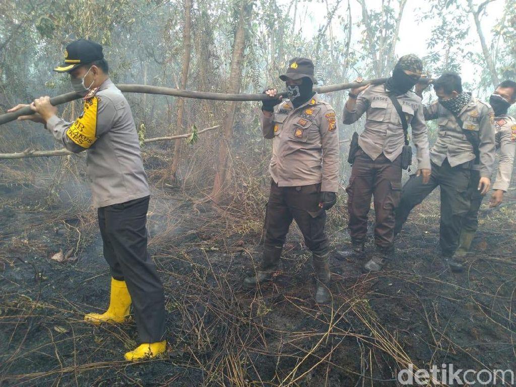 Cegah Kebakaran Menyebar, Satgas Karhutla di Bengkalis Bikin Sekat
