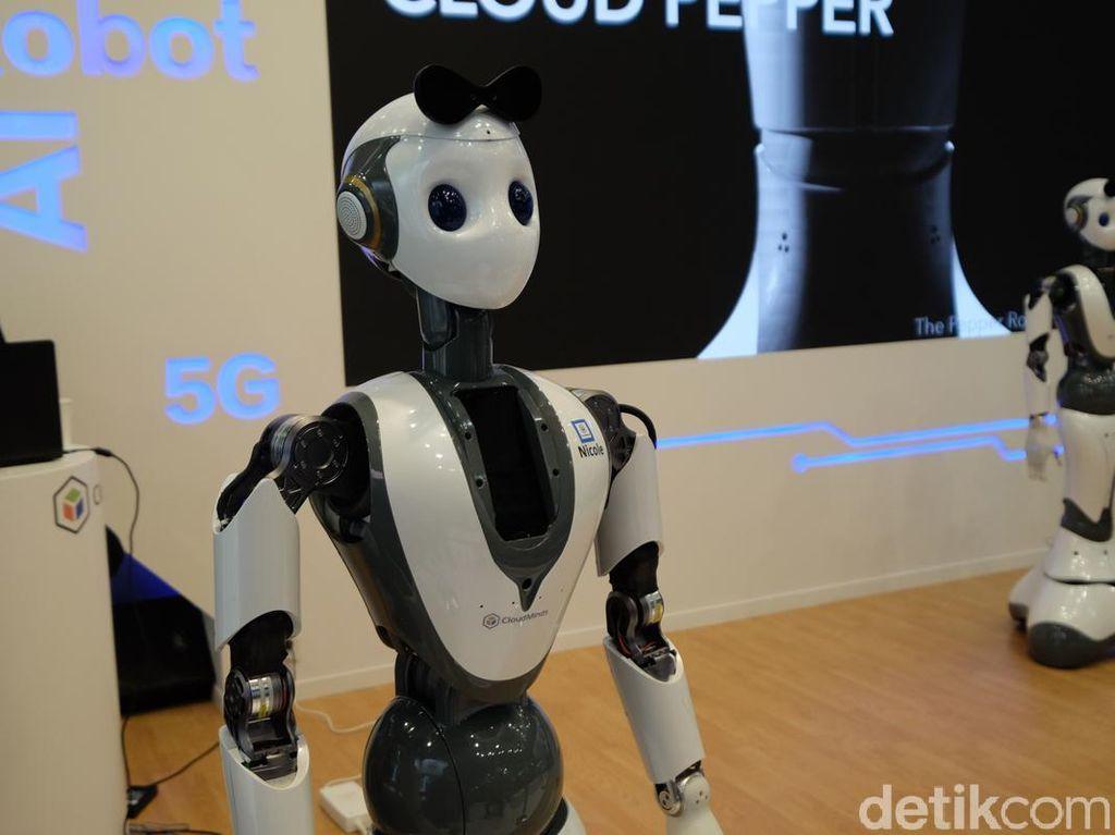 Robot Musisi Ini Ngamen di MWC 2019