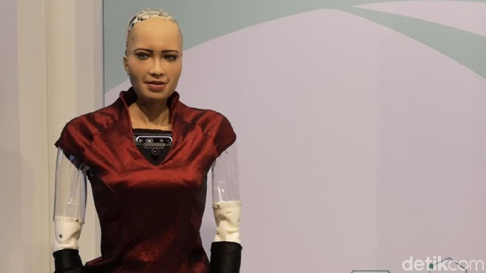 Luar Biasa! Cerdasnya Robot Sophia