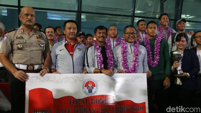 Timnas Indonesia U-22 mendapat sambutan meriah di Bandara Soekarno-Hatta, Rabu (27/2/2019), usai sehari sebelumnya menjuarai Piala AFF U-22 di Kamboja. (Foto: Rengga Sancaya/detikcom)