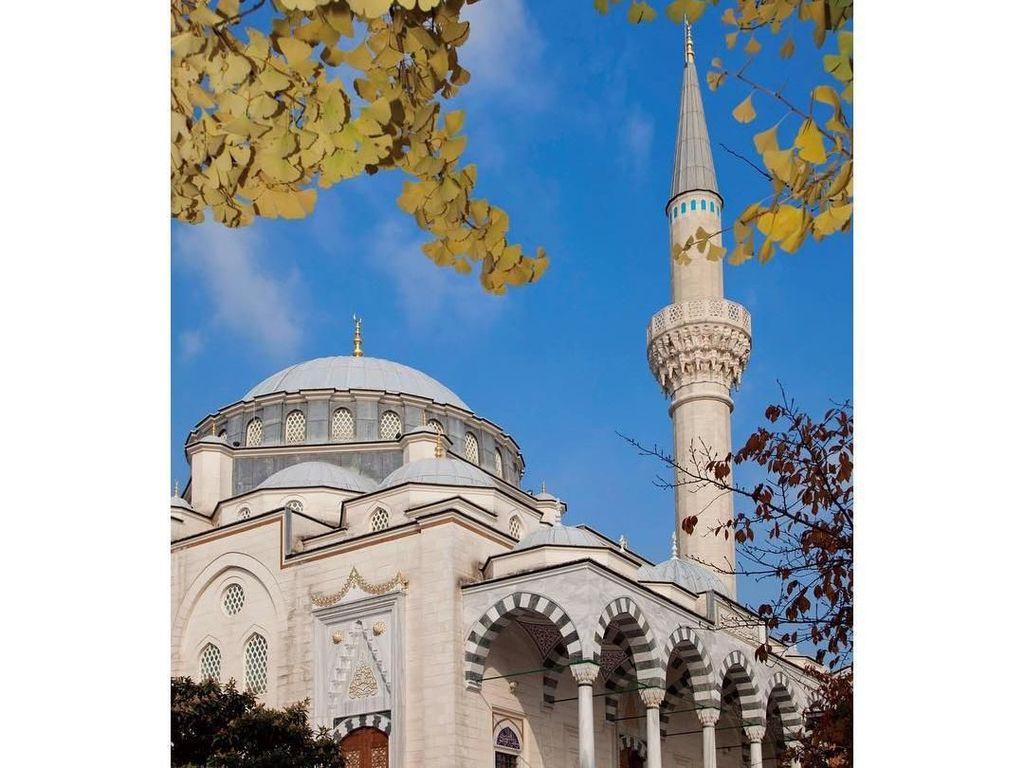Megahnya Masjid Tokyo Camii Tempat Syahrini dan Reino Barack Dikabarkan Nikah