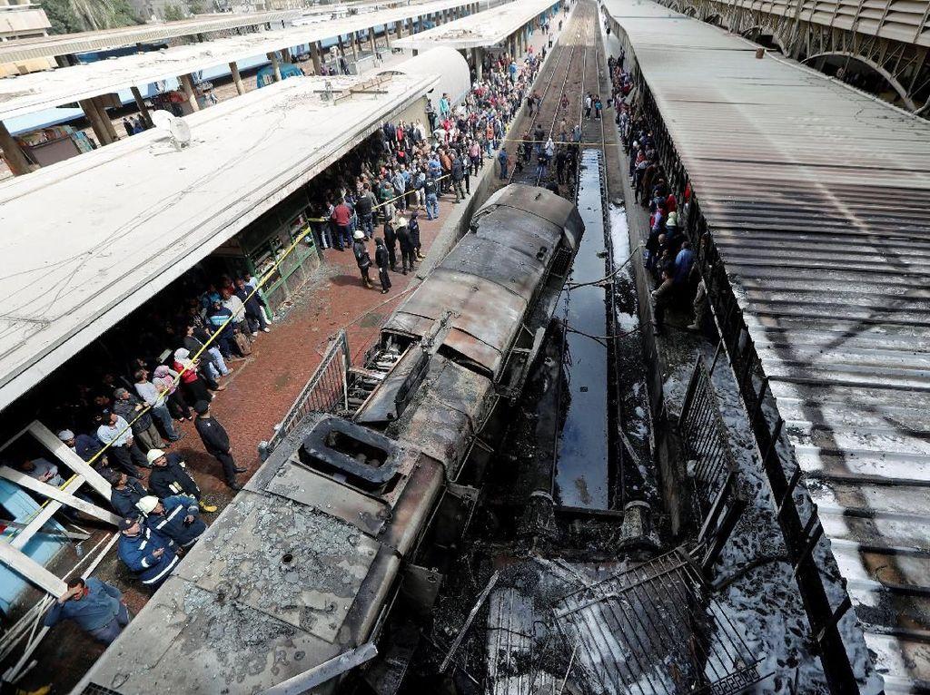 20 Orang Tewas Akibat Kebakaran di Stasiun Kereta Kairo