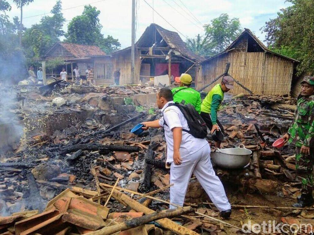 Empat Rumah Beserta Ternak di Bondowoso Ludes Terbakar