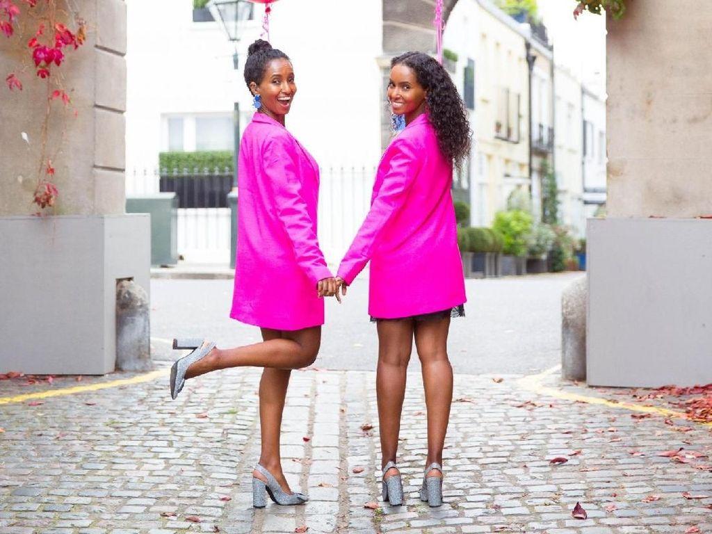 Kisah Inspiratif Pasangan Kembar Tuli yang Kini Jadi Model Cantik