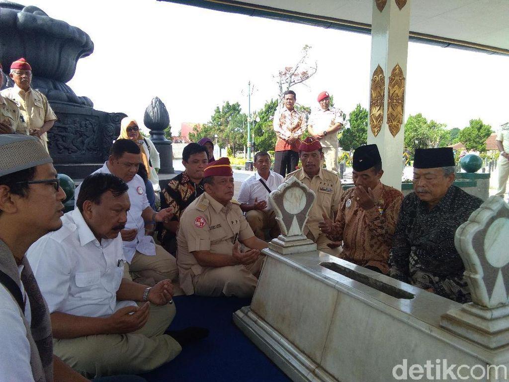 Dipimpin Djoko Santoso, Relawan Prabowo Ziarah ke Makam Pak Dirman