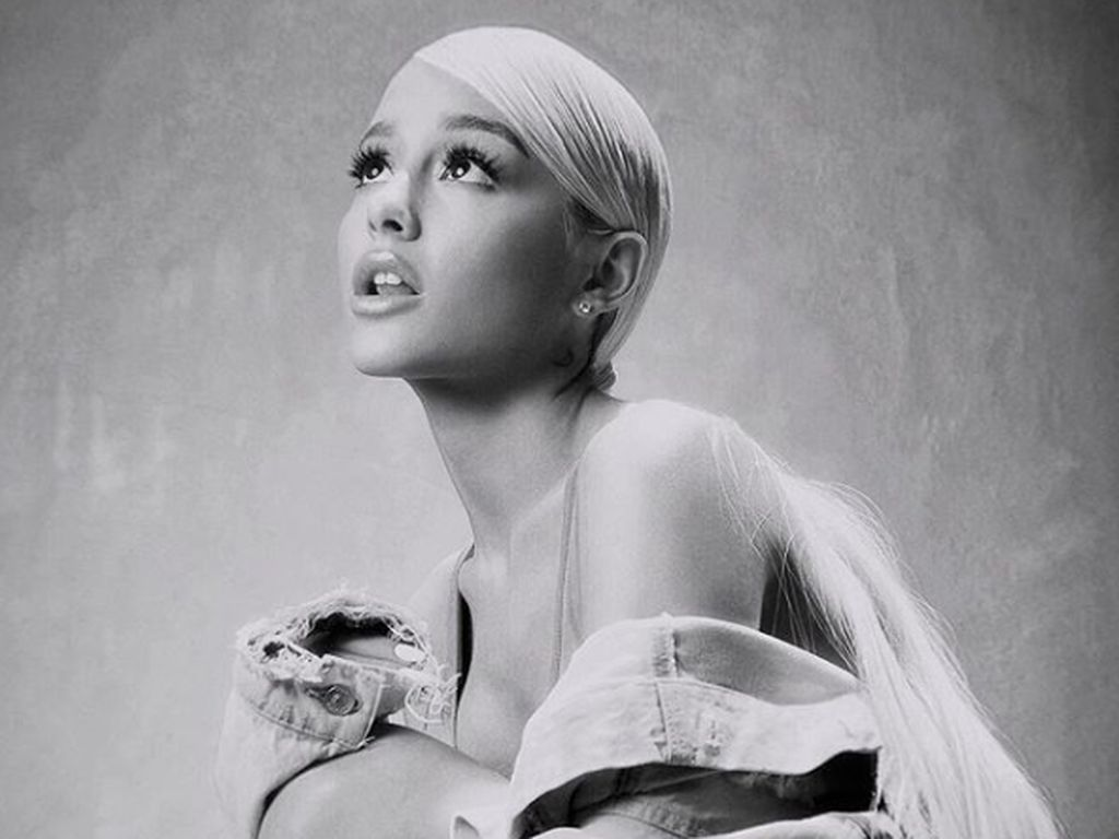 Taylor Swift Vs Scooter Braun, Ariana Grande di Pihak Siapa?