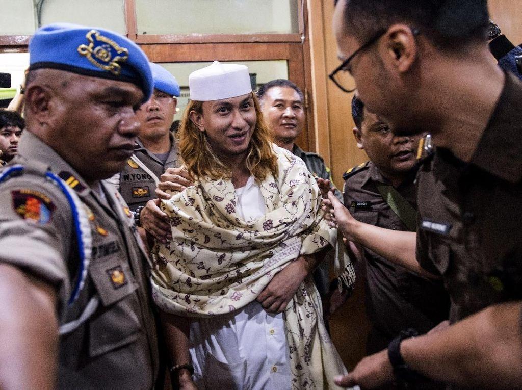 Ekspresi Habib Bahar bin Smith Jalani Sidang Perdana