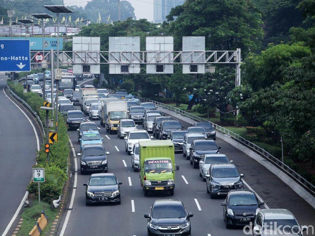 Walaupun Transportasi Umum Sudah Baik, Kebutuhan Memiliki Mobil Tetap Tinggi