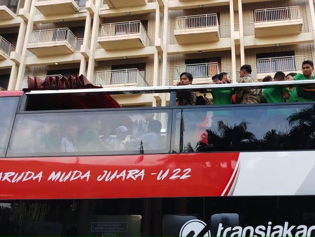 Naik Bus Tingkat, Timnas U-22 Diarak Menuju Istana Negara