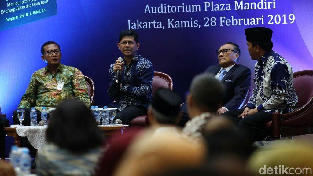 Laode M Syarif Hadiri Bedah Buku Melawan Korupsi Tanpa Gaduh