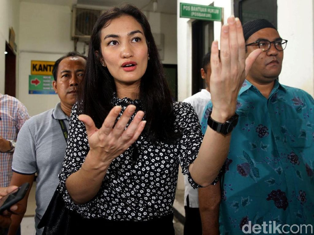 Atiqah Hasiholan Sebut Ratna Sarumpaet Ingin Persidangannya Disiarkan Live