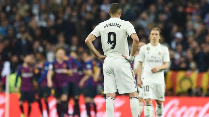 Striker Karim Benzema (9) saat Real Madrid dikalahkan Barcelona di Santiago Bernabeu. (Foto: Denis Doyle/Getty Images)
