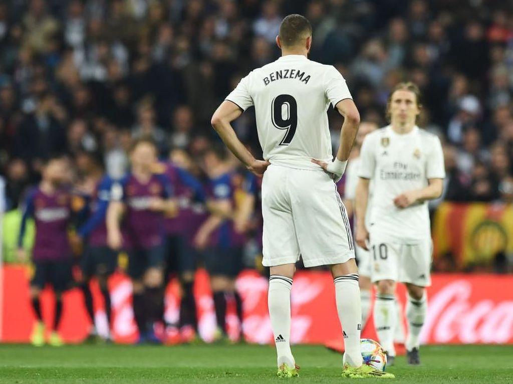 Sialnya Benzema: Madrid Digebuk Barcelona, Rumahnya Juga Kemalingan