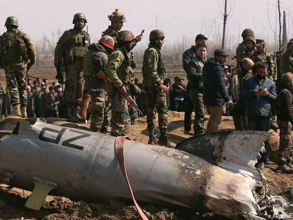 Pakistan Janji Bebaskan Pilot, India Tetap Waspada