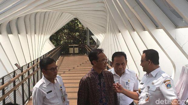 Anies Resmi Buka JPO Instagramable di Senayan