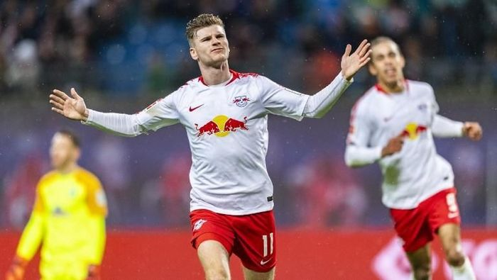 Leipzig´s forward Timo Werner celebrates scoring during the German first division Bundesliga football match between RB Leipzig and Werder Bremen in Leipzig, eastern Germany on December 22, 2018. (Photo by ROBERT MICHAEL / AFP) / RESTRICTIONS: DFL REGULATIONS PROHIBIT ANY USE OF PHOTOGRAPHS AS IMAGE SEQUENCES AND/OR QUASI-VIDEO
