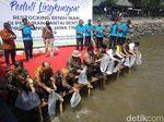Belasan Ribu Benih Kakap Putih Ditebar di Perairan Laut Probolinggo
