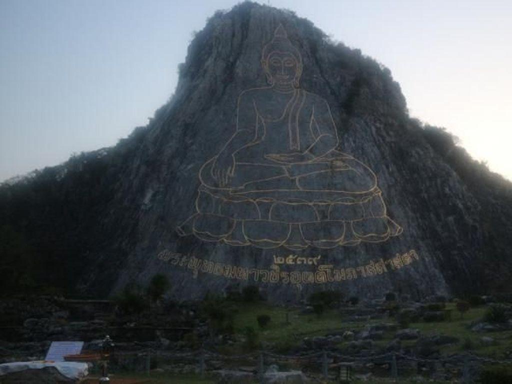 Foto: Laser Buddha yang Mempesona
