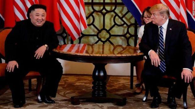 Momen pertemuan Trump dan Kim.