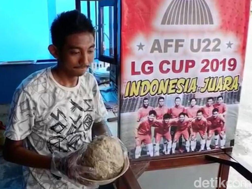 Rayakan Kemenangan Timnas U-22 dengan Bakso Sebesar Bola