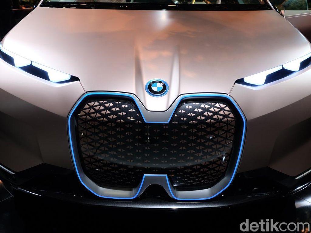 Mobil Canggih BMW Vision iNext Mulai Diperkenalkan