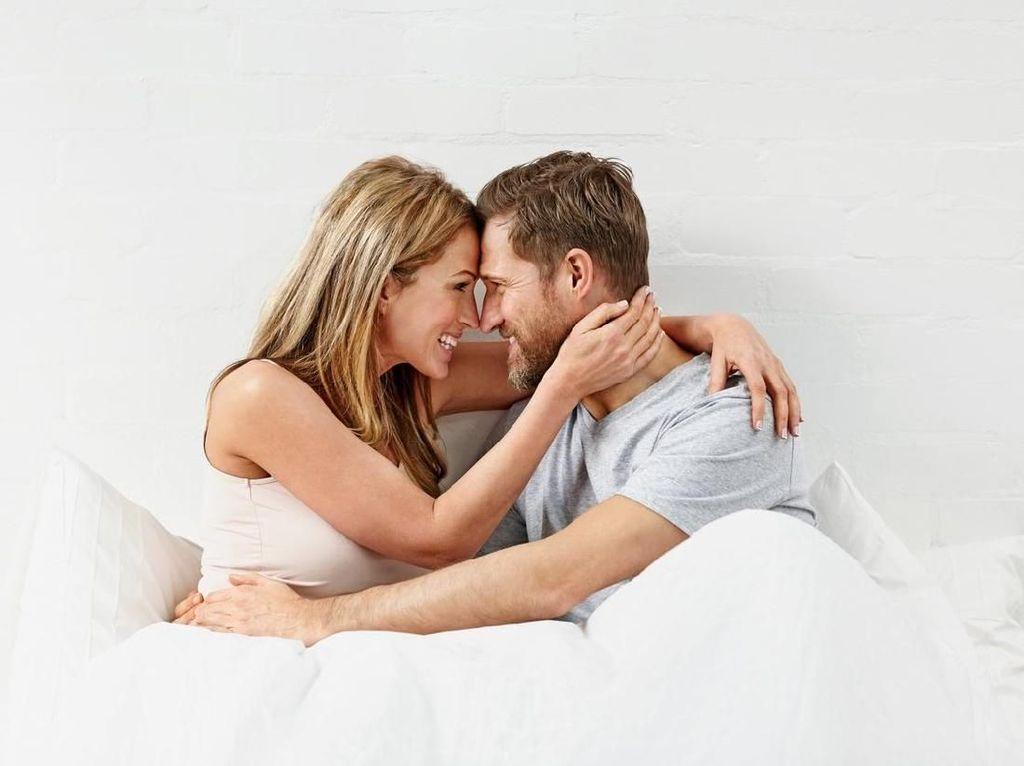 4 Tips Bercinta Agar Hubungan Ayah dan Bunda Kian Hangat