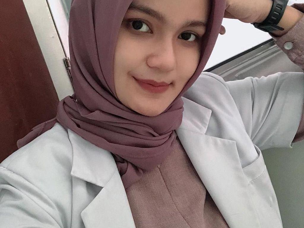 Melihat Aksi Kulineran Dokter Cantik Asal Aceh Ini Bikin Hati Adem