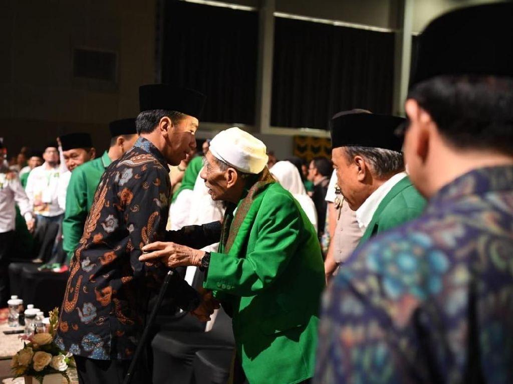 Doa Mbah Moen: Ya Allah Jadikan Jokowi Pemimpin untuk Kedua Kalinya