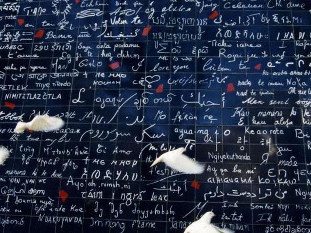 Dinding Cinta Tampilkan 311 Bahasa dalam Kalimat I Love You