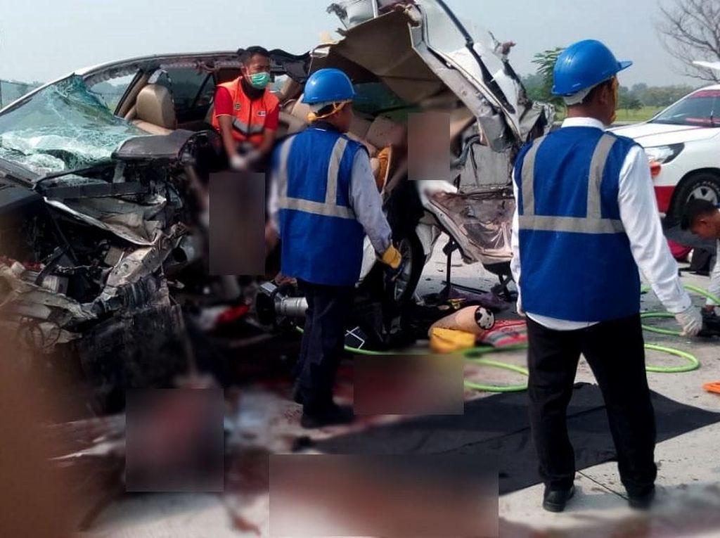 Ini Kronologi Kecelakaan Truk vs SUV di Tol Madiun Tewaskan 3 Orang