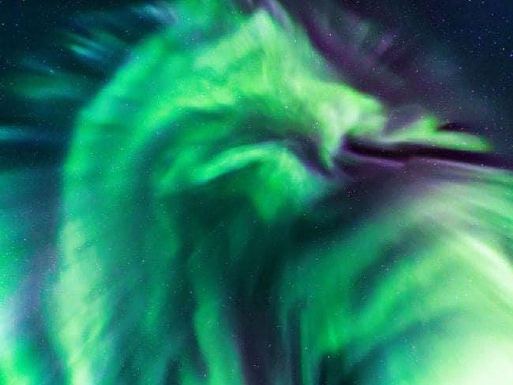Heboh Penampakan Aurora Naga di Langit Islandia