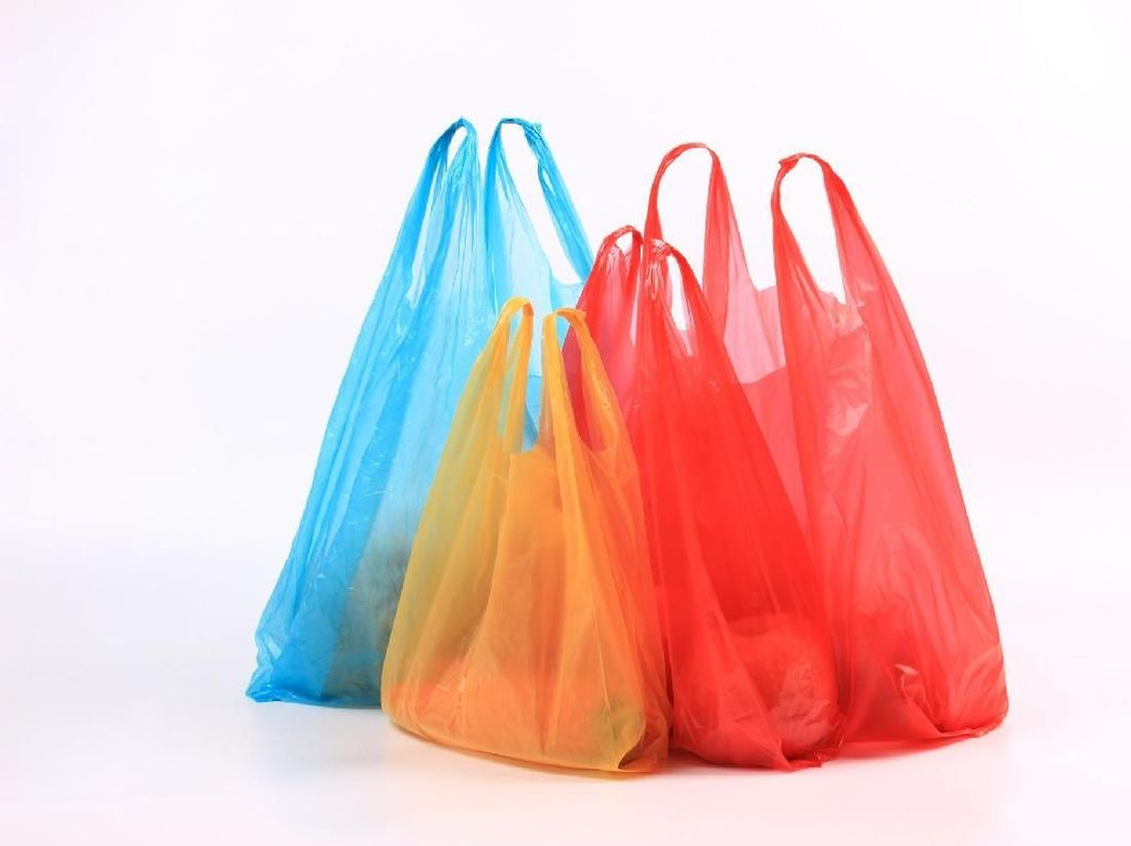 Aturan Lengkap Larangan Belanja Pakai Kantong Plastik di DKI